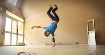 Stunning Yoga Breakdancer Doing His Thing (VIDEO)