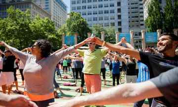 The Great Namaste: Portlanders Form World's Longest Yoga Chain