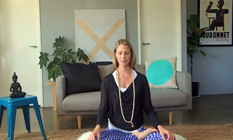 5-Minute Breath Awareness To Help You Relax And De-Stress (VIDEO)