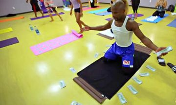 Boxer Floyd Mayweather's Yoga Routine Is…Interesting