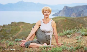 5 Yoga Tips for Building Strength As You Age