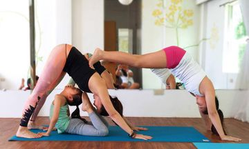 12 Beautiful Photos of Mom and Kids Yoga