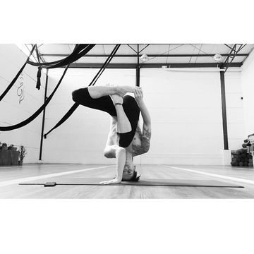 6 Inspiring Male Yogis To Follow On Instagram (PHOTOS)