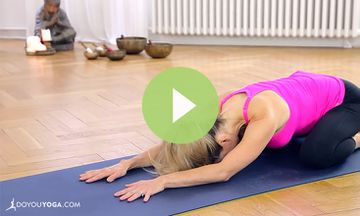 An Evening Yoga Routine for Beginners (VIDEO)