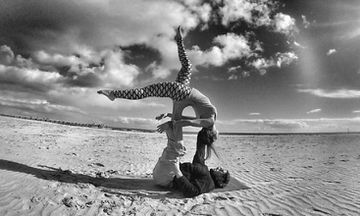 8 Awesome Yogis Practicing with Friends (PHOTOS)