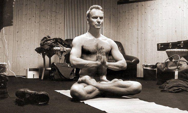10 Famous Men Who Do Yoga Doyou